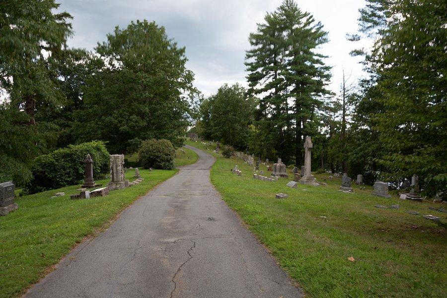 Heritage Trail through Laurel Cemetery