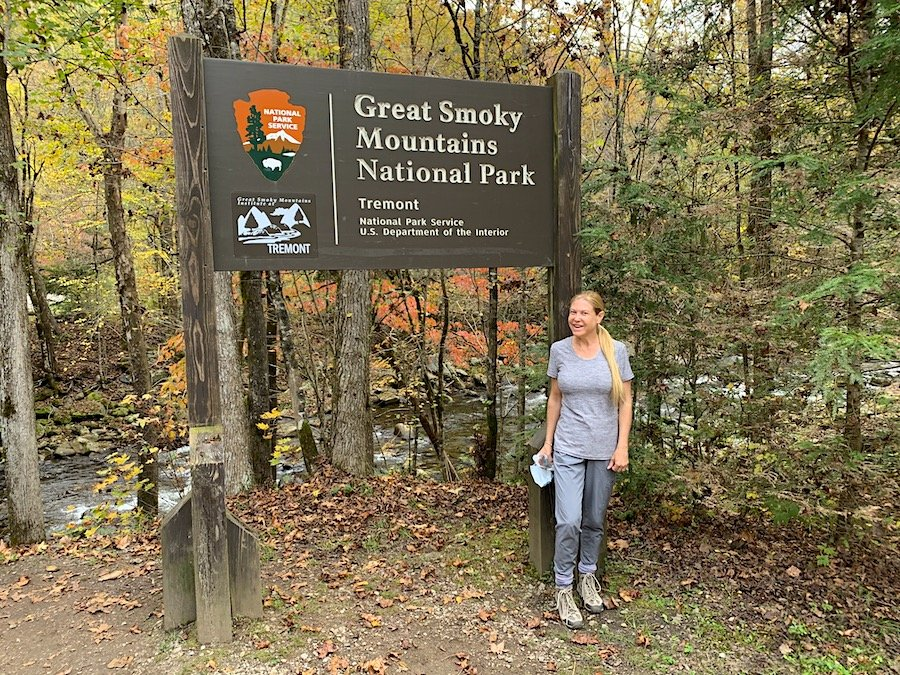 10 Autumn Activities for US Travelers Hiking in Smokey Mountains